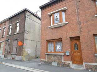 Charmante maison rénovée dans un quartier calme de la commune de Charleroi.Nous vous proposons cette belle maison de 3 chambres, qui vou