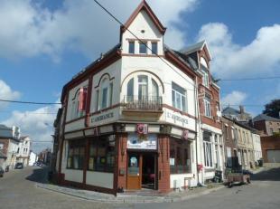 Le bâtiment principal comprend au rez-de-chaussée : 1 café-taverne composé de 2 salles à manger, 1 salle à bo