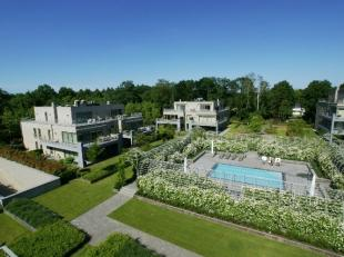 RIANT APPARTEMENT (395M2) MET PARKTUIN EN ZWEMBAD<br /> <br /> In de prachtige omgeving van Bokrijk, vinden we dit riante luxe appartement terug met e