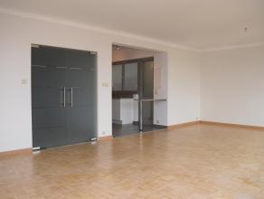 RUIM APPARTEMENT - 118M2 -  2 SLK - STAANPLAATS IN CENTRUM HASSELT <br /> <br /> Wie op zoek is naar een groot, centraal gelegen appartement in het ce