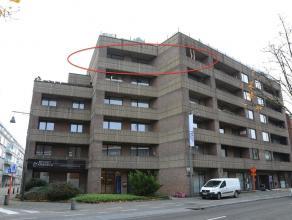 GOED GELEGEN RUIM APPARTEMENT VAN 135M2 + 3 TERRASSEN <br /> <br /> LIGGING<br /> Dit ruime en instapklare appartement van 135 vierkante meter bevindt