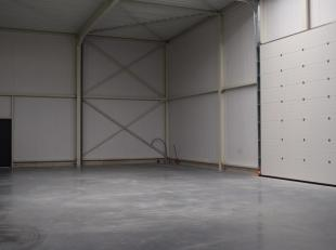 OPSLAGPLAATS/STOCKAGERUIMTE VAN 214M2 <br /> <br /> In een zijstraat van de Oosterring bevindt zich deze volledige nieuwe opslagplaats op de Nieuwpoor