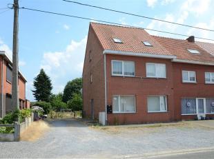 GELIJKVLOERS APPARTEMENT VAN 75M2 MET TUIN<br /> De Zandhoefstraat 14 te Beringen is de thuisbasis voor dit rustig gelegen appartement met twee slaapk