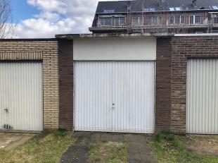 AFGESLOTEN GARAGEBOX VLAKBIJ CENTRUM HASSELT<br /> Op wandelafstand van het centrum van Hasselt, bevindt zich deze afgesloten garagebox in de Bosstraa