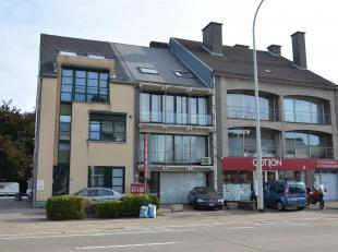 APPARTEMENT MET 2 SLK EN TERRAS - 85m2<br /> Dit gezellig appartement, gelegen op de eerste verdieping, maakt deel uit van een kleinschalig appartemen