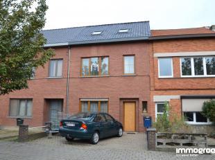 GEZELLIGE RIJWONING MET 3-4 SLK + RUIME STADSTUIN<br /> Op enkele minuutjes van het centrum van Hasselt, in Runkst, vinden we deze woning terug op de