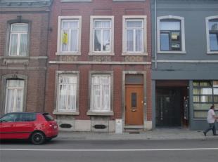 Venez découvrir cette maison 5 chambres avec jardin, proche de tte commodité, située à Namur. Elle se compose: au rez-de-c