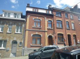 Venez découvrir cette agréable maison 4 chambres sur Namur. Elle se compose: au rez-de-chée: 1 hall d'ent., 1 sal., 1 s. à