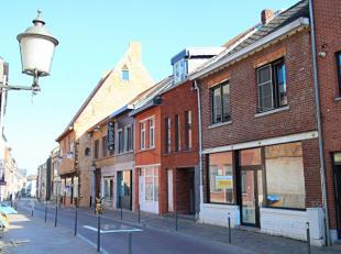 Gelegen in het centrum van het pittoreske Diest, biedt deze handelsruimte met gezellige stadstuin ontelbare mogelijkheden! Winkels, openbaar vervoer,