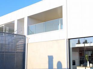 Dit zeer energiezuinige nieuwbouw appartement (E-peil 49) met een bewoonbare oppervlakte van 90 m² heeft een zeer gunstige ligging. Winkels, scho