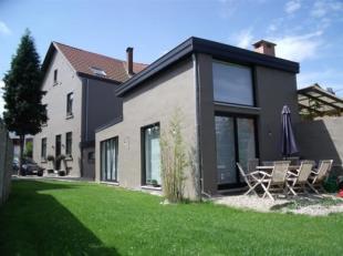 *** OPTION *** A proximité du centre et des transports en commun, une jolie maison villageoise de ±200m² hab sur ±4ares, ent