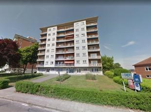***OPTION*** Proche des commerces, de la E411 et des écoles, au 3ème étage d'un immeuble de 7 niveaux, un appartement de ±