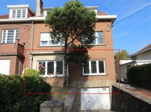 Au rez d'un petit immeuble de 3 unités, un charmant appartement de ± 60 m² entièrement rénové comprenant un gr