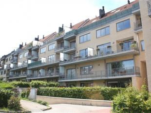 A 150 mètres de la gare de Genval et de tous les commerces de Papeteries, un splendide appartement 2 chambres de ± 90m² + balcon te