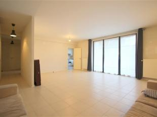 Situé proche du centre de Wavre, de la gare et des commerces, appartement 2 chambres + bureau de ± 140 m² au rez-de-chaussée