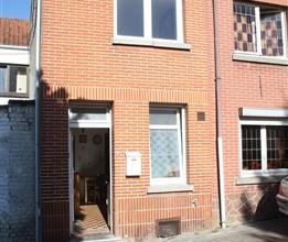 Située sur les hauteurs de Wavre à 3 minutes à pied de la gare et du centre, une petite maison 1 chambre de 47 m² habitables