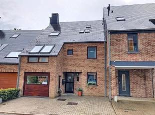 Louvain La Neuve, bel appartement idéal pour colocation jeunes travailleurs comprenant 3 grandes chambres, bureau, beau living avec terrasse, c