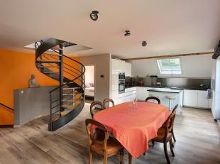 LLN, quartier résidentiel calme à 10 min à pied du centre ville. Superbe appartement meublé avec goût. Se composant