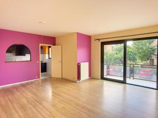 LLN, quartier Hocaille, à 5' à pieds du centre-ville, bel appartement comprenant hall d'entrée, WC, living avec terrasse, cuisine
