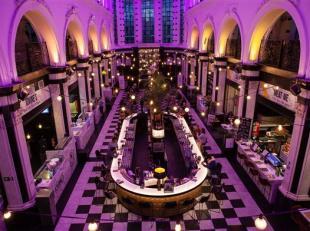 De Holy Food Market is dé toeristische hotspot in de Gentse horeca. De foodhal heeft een nieuwsgierig publiek uit alle uithoeken van de wereld.