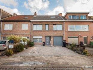 Appartementsgebouw te koop met 2 appartementen en garage!<br /> Deze blok is gelegen in een rustige woonwijk in Destelbergen.<br /> Vlakbij winkels en