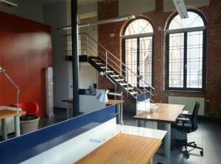 Kantoor met alomvattende indeling: landscape office met ruimte voor onthaal en een 8-tal medewerkers, privé-kantoor, vergaderzaal, kitchenette