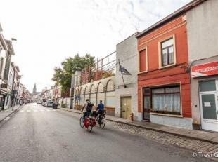 Te renoveren rijwoning met 4 slaapkamers en een koertje.<br /> Deze woning is gelegen op fietsafstand van centrum Gent, in de directe nabijheid van sc