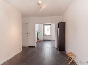 Energetisch gerenoveerde woning met 3 slaapkamers en koertje. Dit pand is gelegen in een rustig straatje met weinig passage en een vlotte verbinding m