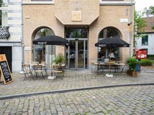 Leuke lunchplek in centrum Gent, aan Oudburg en het parkje van Sluizeken. Ingedeeld als volgt: terras met 16 zitplaatsen, een zaal voor 26 gasten met