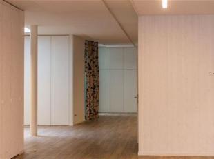 Nordic verhuist en biedt een prachtig ingericht en ruim kantoor in het historisch centrum van Gent, op de hoek van de Vrijdagmarkt. De bruikbare 168m2