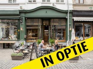 IN OPTIE!!!<br /> Bar Mimosa in Oudburg heeft veel natuurlijke passage: vooral in het weekend komen toeristen en Gentenaars lunch en dinner scoren in