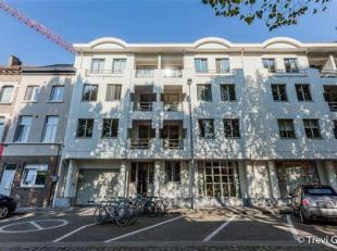 Ruim en lichtrijk kantoor, 150m²!<br /> Dit kantoor is gelegen vlakbij de Bijloke en Coupure te Gent. Het is vlot bereikbaar met de wagen en geef