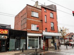 Opbrengsteigendom te koop: handelsruimte met 2 slaapkamer appartement.<br /> Gelegen vlakbij handel en scholen; vlot bereikbaar met wagen en openbaar