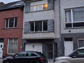 Rustig gelegen duplex-appartement met twee ruime slaapkamers in het hartje van Gentbrugge. Het appartement bevindt zich op de tweede en derde verdiepi