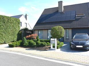 --> Een ruime halfopen woning met garage, carport en grote tuin<br /> --> Gelegen in een woonwijk in Beveren (Roeselare)<br /> --> Speelplein