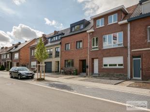 Voorstraat 52: Ruime karaktervolle stadswoning met 3 slaapkamers en tuin. <br /> <br /> Indeling: Inkomhal, living met leefruimte en open keuken, wasp