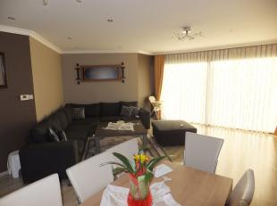 Appartement gelijkvloers met privé tuin.<br /> <br /> Dit ruime en vrij recente gelijkvloers appartement +/- 120 m2) is gelegen in een appart