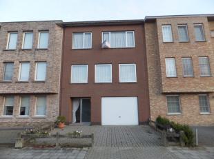 LIER - Bel-etage woning met 3 slaapkamers en kindvriendelijke tuin.<br /> <br /> INDELING<br /> Telt 3 slaapkamers. Het bureau zou eventueel kunnen di