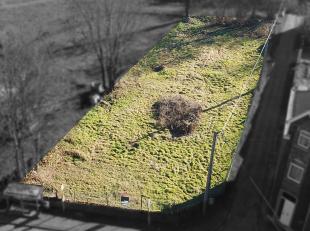 Faire offre à partir de 75.000 Euros - Très beau terrain plat de plus de 8 ares orienté Sud arrière et disposant d'un acc&