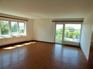Appartement au 4 ième étage comprenant: Hall d'entrée, grand séjour, cuisine semi-équipée, hall de nuit, 3 c