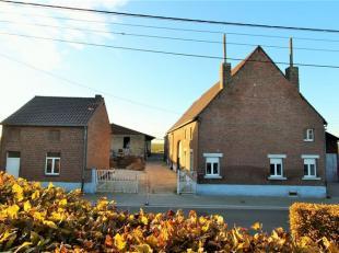 Ensemble immobilier comprenant un corps de ferme avec au rez de chaussée: Hall d'entrée, salon, salle à manger et cuisine non &ea
