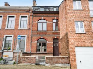 (FIKS EghezÃÂe 081/81 29 00) A 600 mÃÂtres de la gare de Namur, spacieuse maison entiÃÂrement rÃÂn