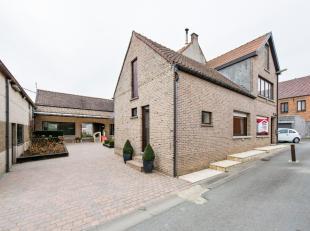 Deze, rustig gelegen, charmante hoeve is gelegen in Borsbeke. De instapklare woning heeft naast een open keuken met ontbijthoek, een bureel, aparte ee