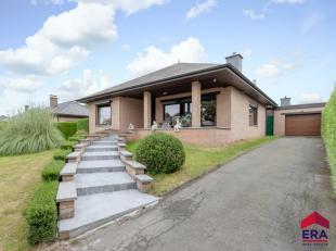 Deze gezellige woning is gelegen in het groene, landelijke Sint-Lievens-Esse. Via de natuurstenen trap betreedt u de woning en komt u in een gezellige