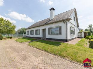Deze charmante,instapklare woning, type bungalow, met 3 slaapkamers is gelegen in Sint-Lievens Esse (deelgemeente van Herzele), vlakbij openbaar vervo
