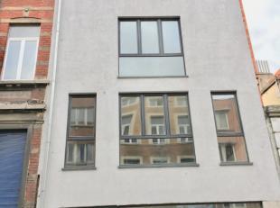 Molenbeek-Saint-Jean : Situé dans une petite coproriété sans charges, agréable appartement entièrement rénov