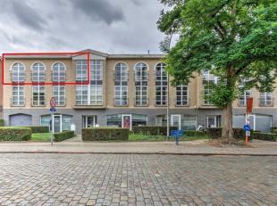 We betreden dit bijzonder appartement , gelegen in Residentie Kastanjehove via de ruime inkomhal.<br /> De zonverlichte living met veel ruimtegevoel h