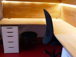Moderne studio met veel lichtinval, perfect voor studenten of alleenstaanden. Luxe douche en dubbel bed op mezzanine.<br /> Privé buitenkoer, w