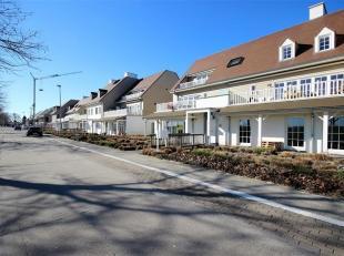 Bekijk het adres Energiezuinig 2 slpk appartement met autostaanplaats! Dit recent en landelijk gelegen appartement (2012) met weids zicht op de velden