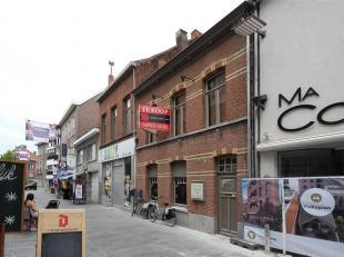 Bekijk het adres Woonhuis/handelshuis met karakter en mogelijkheden! Dit voormalig koffiehuisje met bijhuis op een mooi perceel heeft tal van voordele